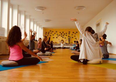 Kundalini Yoga Di 18:00 Frank Wissmann
