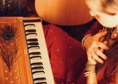 04.12.21 Mantra Konzert mit Aleah Gandharvika & Sjors Boelaars